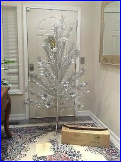 Aluminum Christmas Tree Star of Bthlhm Timberland USA 6 Foot 41 Branch withStand