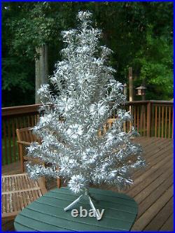 Collector's Sweet! Vtg 4ft Retro Silver Evergleam Fountain Aluminum Xmas Tree