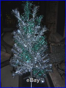 Pretty Vtg 4 Ft Stainless Silver Aluminum Xmas Tree & Silver Emerald Branches