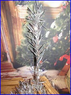 VINTAGE 6' 1/2 promo style 655 UNITED STATES SILVER TREE CO. ALUMINUM CHRISTMAS