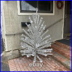 VINTAGE PECO ALUMINUM CHRISTMAS TREE 6 FT 89 Of 91 BRANCHES POMPOM SILVER C26L