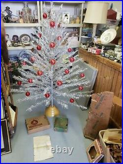 VINTAGE Silver Tapered ALUMINUM CHRISTMAS TREE 6 Feet 109 BRANCHES COMPLETE