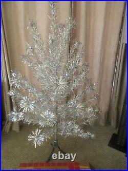 Vintage 1950's Splendor Aluminum 5 foot Christmas Tree 45 Branches Silver