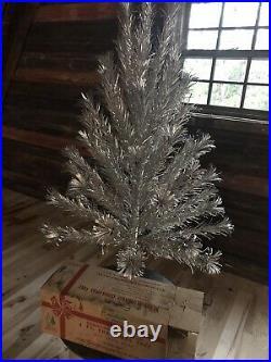 Vintage Evergleam Stainless Aluminum 4' Christmas Tree Frosty Box mid Century