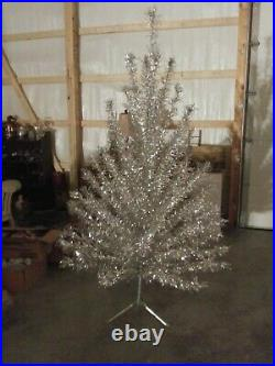 Vintage silver aluminum christmas tree 6 1\2 ft 65 branch silver forest vguc